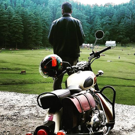 We travel we click. Journey was always less when we travel on the edge. Encounter the mesmerizing view of the nature. High ended mountains and lush green trees was breath taking. Itraveliclick India_and_me Himachalpradesh Adventure Bulleters Beauty Ridersdiary Fitness Fit Fitnessaddict Followme Followforfollow Traveler Likesforlikes Throwback TBT  Photography Photographer Smile Girls Mountains _oye @oyeitsindia _soi @streets.of.india @tv_colors Vscospot cool green modelingagencyinstagram modeling mensmodeling
