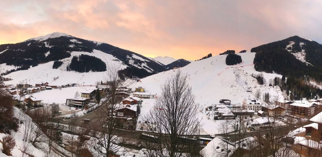Early morning in the skiing area Austria ❤ Saalbach Hinterglemm Skiing In Austria 👌 Skiing ❄ Skiing Snow Winter Cold Temperature Mountain Weather Scenics Nature Beauty In Nature Tranquility Mountain Range Tranquil Scene Landscape Snowcapped Mountain