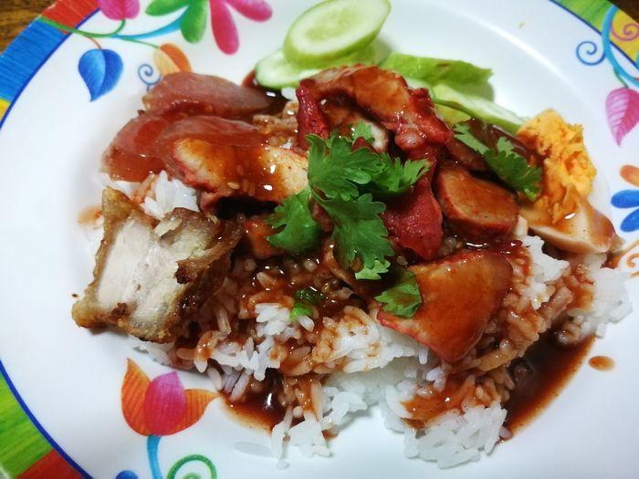 rice with roasted red pork Thailand Thaifood Rice With Roasted Red Pork ข้าวหมูแดง Khao Moo Daeng Moo Krob Khao Moo Daeng Close-up Food And Drink