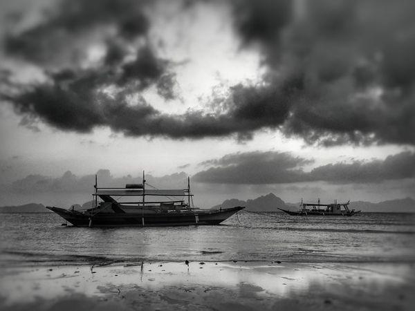 The dark side of Corong-Corong beach. Sunset Elnidopalawan2016 Iloveelnido Sunsetwaiting Beach Blackandwhite Bloggerlife Photography EyeEm Eyeem Philippines Leimeafotografia