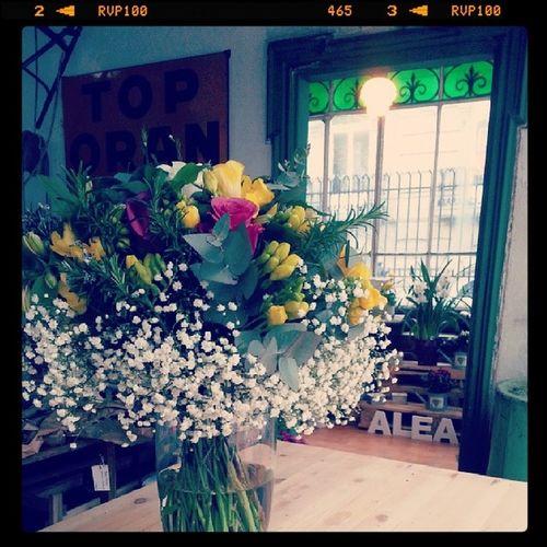Bouquet terminado, mañana estaremos preparando ramos de novia en @vm17_vigo Flowers Spring Mercadodeprimavera