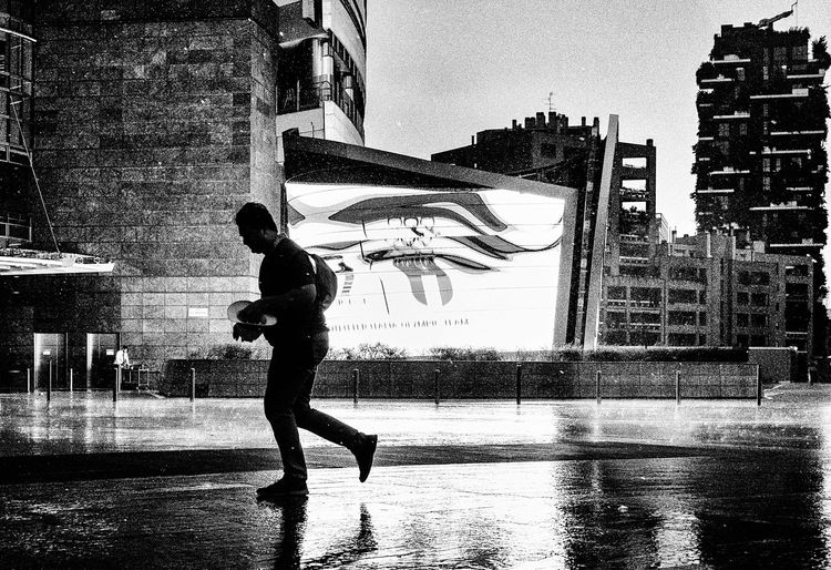 Into the Storm (pt.2) EyeEm Best Shots Black And White Blackandwhite Streetphotography Street Photography Streetphoto_bw Street Milano Milan Candid Photography Rain Rainy Days