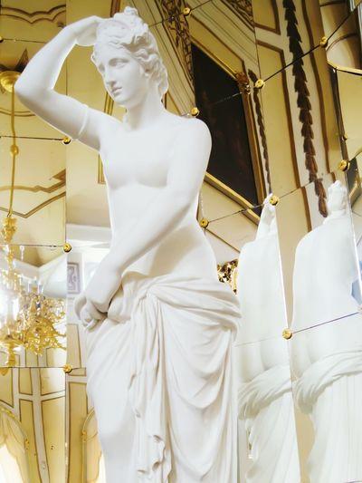 Barockschloss Rammenau Mirrored Statue Women