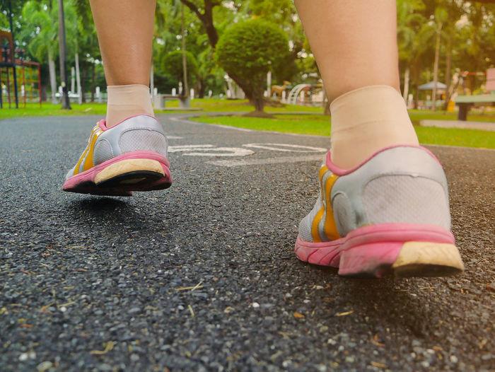 Woman run on
