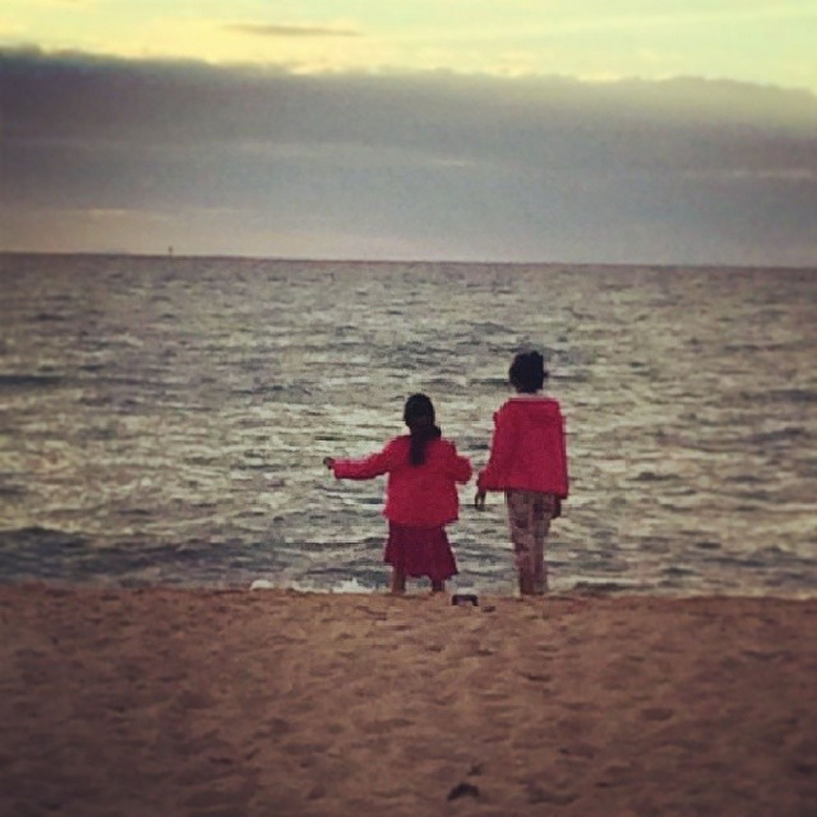 sea, water, beach, horizon over water, togetherness, leisure activity, lifestyles, rear view, shore, sky, childhood, full length, bonding, love, boys, vacations, sand, person