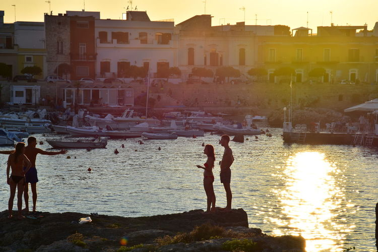 Silhouette Sunlight People Togetherness Vacations Golden Light Golden Hour Sculpted By Light Scolpire Con La Luce Thepuristnofilternoedit S. Maria Al Bagno Summer Views Nikon D7200 Tourism Italy Holidays Salento Puglia Summer Memories 🌄 Reflection Tranquility Sea Your Ticket To Europe The Week On EyeEm Paint The Town Yellow Summer Exploratorium