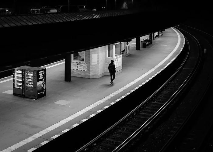 alone .... Architecture Night Streetphotography Berlin Men Walking Alone Curve Transportation Streetphoto_bw Nacht Person Einsam Allein Railroad Track Bahnsteig  U-Bahnhof Kurve Railroad Station The Way Forward Diminishing Perspective Railroad Station Platform Krull&Krull Images A New Perspective On Life