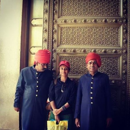 Yes I know the three of us shouldn't stand together but our outfits matched ... Rajasthani Jaipur Jaipurdiaries Awkward Turbans Red Moustache Uniform Throwback Daring Daringadventure Shopacholic Curiousindians Lonetraveller Solotrip Mismatchedinheaven Matching Jaipurfort Harempantsph Jaipurcityblog