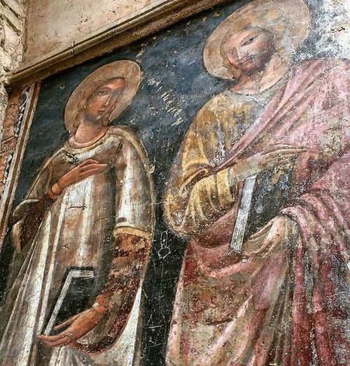 Just love how today this stunning Fresco came to my attention after more than 10 years of me walking by this street and never seemed to have noticed it on the church's facade. This fresco is part of the exteriors of Sangiacomomaggiore , a Roman Catholic Church built in 1267 in Viazamboni also served a monastery of Augustinian friars. Affresco Artdaily Ig_bologna Bologna Thiscityisamazing