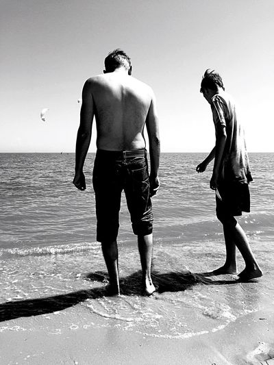 Black And White Blackandwhite Water Sea Togetherness Father & Son Family Nordsee Nordseeküste Nordsee Feeling🐚🌾 Generations Familie La Familia Deutschland Germany Schillig Morze Sand & Sea Piasek Beachphotography Strand Art People Of EyeEm Children Of The World Vater & Sohn