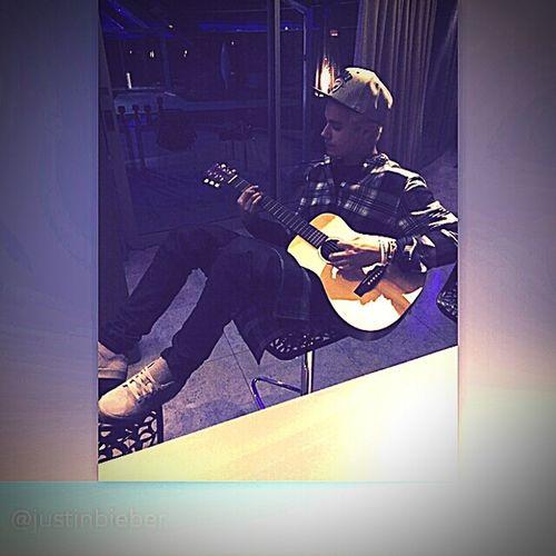 Relaxing My Idol Justin Bieber Playguitar First Eyeem Photo