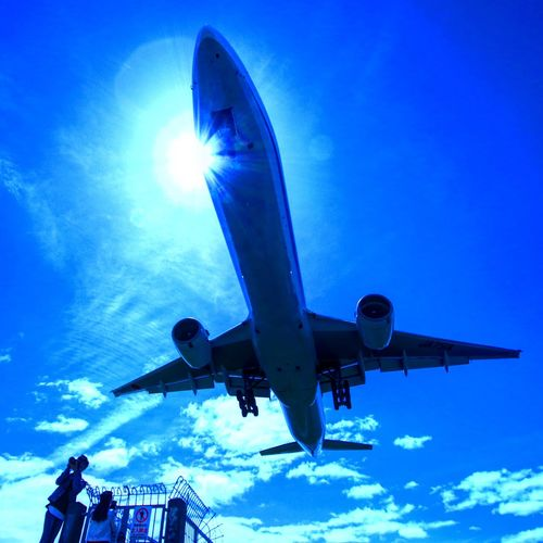 伊丹空港✈️千里川 飛行機 伊丹空港 千里川 Sky Air Vehicle Low Angle View Blue Airplane Transportation Mode Of Transportation Flying