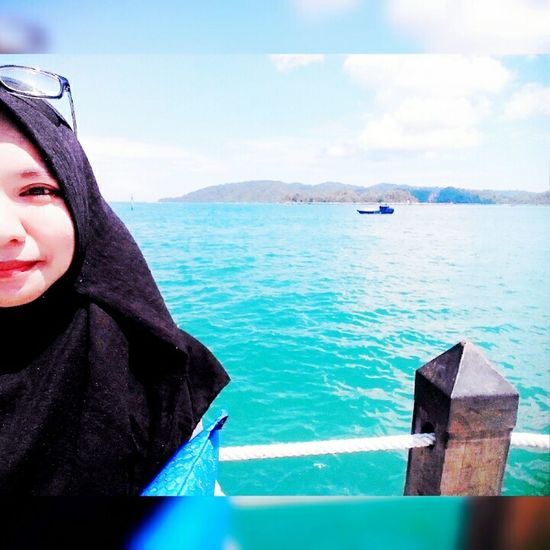 i am a Naturelovers. Policeboat and Island behind me. Hello World ! Hanging Out on Weekend.