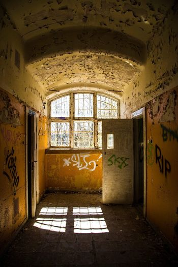 Abandoned mentalhospitale Mentalillness Hospital Sick övergivet Foto Canonphotography Canon Photooftheday Photography Colorful Colors Lonley Window Doors Abandoned Places Window Indoors  Abandoned Sunlight Architecture No People Day AI Now
