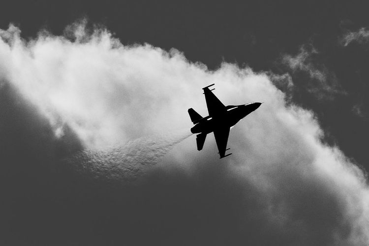 Afterburner Air Vehicle Airplane Black & White Blackandwhite Fighter Jet Flying Low Angle View Mid-air No People Outdoors Sky
