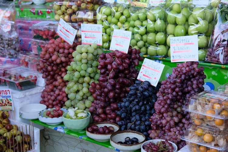 Grapefruit Fruit Grape Food And Drink Freshness Market Healthy Eating Choice Variation Day Outdoors Food Abundance Market Stall No People Green Color Banana Large Group Of Objects Peach Price Tag