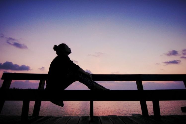 @Morkdam Twilight Sky Woman Shape Sunrise Sunset Sky Relaxing Let It Go Sunset Sky Chilling Sitting And Waiting Waiting Silhouette Silhouette Of A Woman Sad Feeling Down Touching 43 Golden Moments Showcase June Colour Of Life