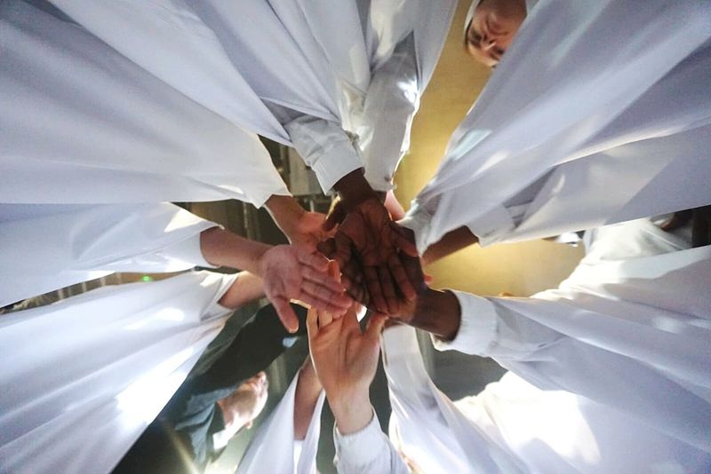 Teamwork Low Angle View Close-up Peace Hello World ✌ Check This Out Real People Tips? Performing Arts Event Performance Theatre Arts Lifeisbeautiful