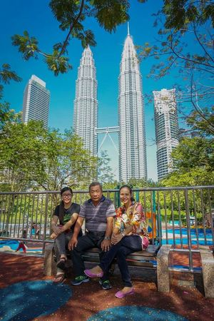 Klcc Aroundtheworld At The Park Father&Daughter Family❤ Happynewyear Smile Check This Out Relaxing Traveling Enjoying Life Cheese! Peaceful Kualalumpur Malaysia Hi! EyeEm Malaysia Visitmalaysia Tourism Capture The Moment Selfies Fresh 2 Snapshots Of Life A Walk In The Park Sunlight