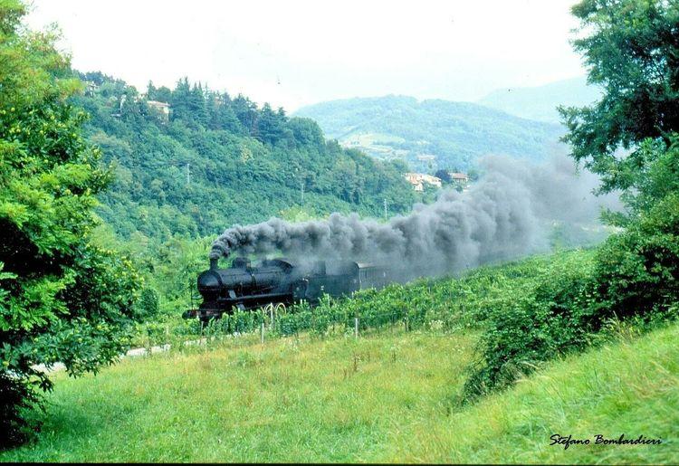 Valle del fiume Oglio . . . 1 settembre 1996 Provinciadibrescia Fiume Oglio Ferrovieturisticheitaliane Ferroviabassosebino Trains Palazzoloparatico Railwaysfans