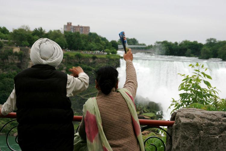 Couple Indian Culture  Indian Couple Lake View Waving Goodbye Goodbye The Street Photographer - 2017 EyeEm Awards