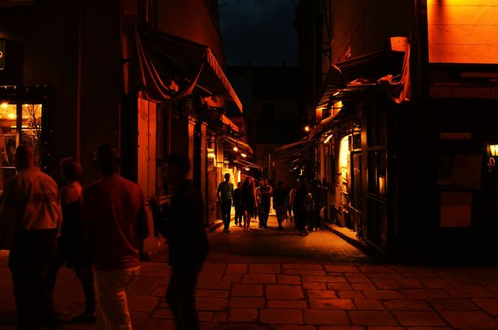 Quebec City Night Yellowlights Silhouettes Beingatourist  Street Photography Alleyway Dusk Tourists Quebec, Canada Cities At Night Nightlife Glowing Lights Evening Walk Enoying Life  Friends And Family Overnight Success