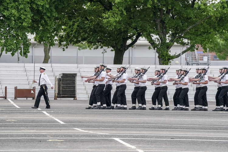 Neptune Road, Fareham. 16th May 2018. The Armed Forces preparations for the Royal Wedding took place today at HMS Collingwood in Fareham, Hampshire. The preparations included drills by the Royal Navy Small Ships and Diving unit and the Royal Marines. Fareham Naval Practice Prince Harry Royal Marines Royal Wedding Clothing England Hampshire  Hants Harry Marching Marines Megan Megan Mirkel Naval Base Navy Parade Ground Rehearsal Royalty Sailor Small Ships And Diving Unit Uk Uniform Windsor