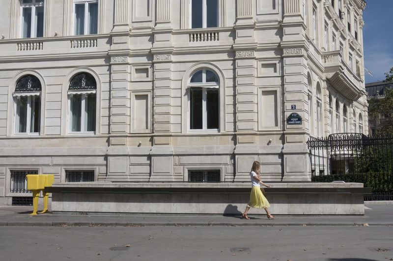 Architecture Building Exterior City Life Street Streetphotography Girl Walking Love Paris Wellow