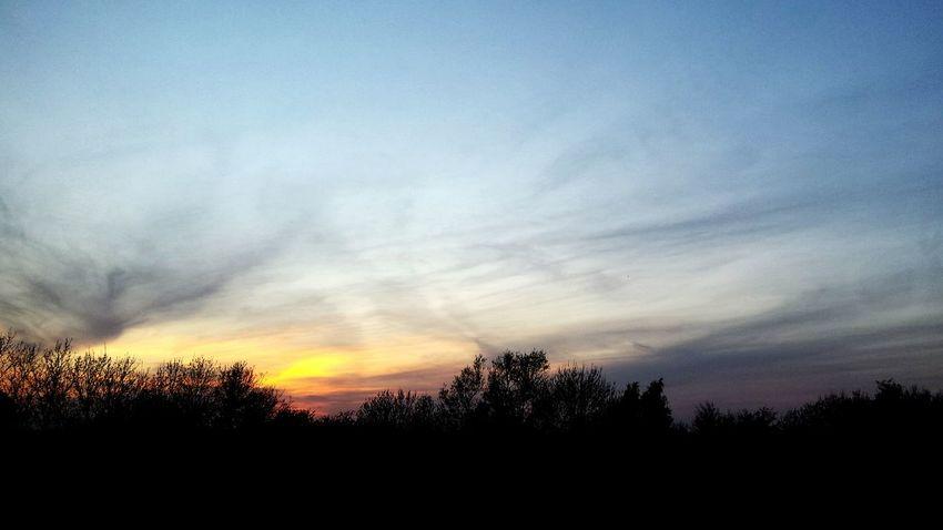 Red sky at night! Beautiful Sunset Sunset #sun #clouds #skylovers #sky #nature #beautifulinnature #naturalbeauty #photography #landscape
