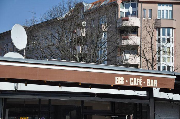 Berlin Berliner Ansichten Market Markise Urban Geometry Eis Cafe