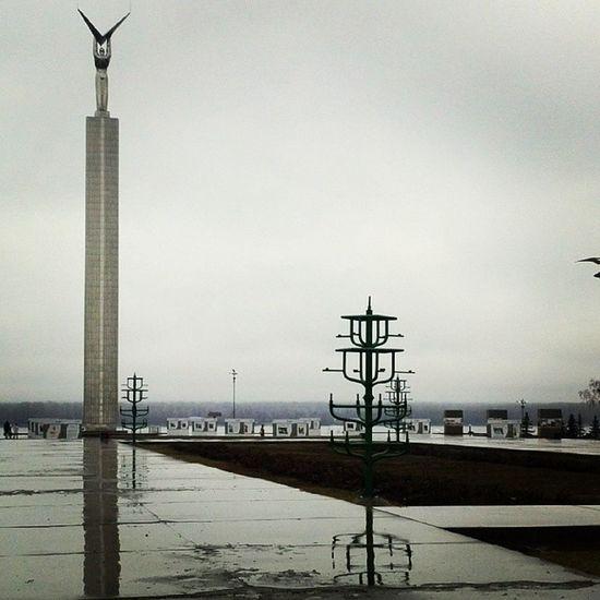 Самарская площадь Самара последождя монументСлавы