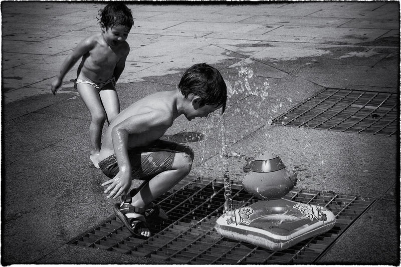 Summer games Adult Boys Cheerful Childhood Day Enjoyment Full Length Happiness Horizontal Leisure Activity Lifestyles Monochrome Photography Outdoors People Playing Real People Shirtless Summer Togetherness Two People Vacations Water