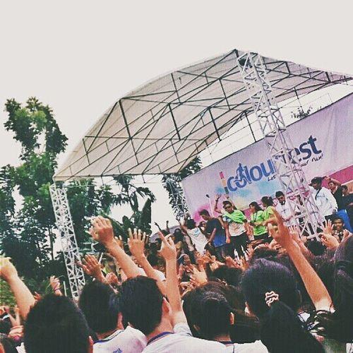 Put your hands up!! ??? ?? Vscocam Colourfestpku Colourfest Exploreriau