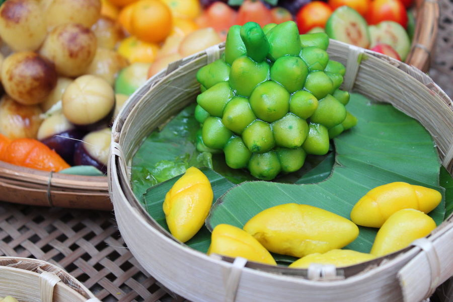 """Thai Dessert Photo """"Look choop"""" It has been molded into various Thai image is suitable for decorating a restaurant or kitchen or dining room. Desserts Look Choop Look Choop Dessert Thai Dessert Photo Thai Foods Thailand Choice Food Fruit Healthy Eating Thai Food Thai Fruits Vegetable Love The Game"""