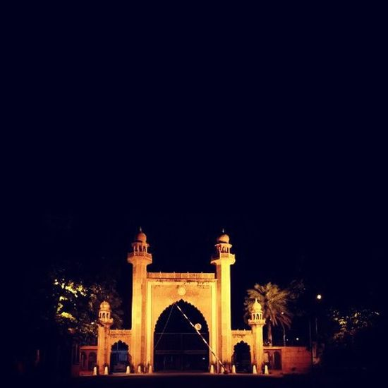 """""""Before this GATE. ... You have to PLEDGE. ... YOU belongs to this gate. ... not from a community,cast or religion. ... If you do so. ... you are THE ALIG. ..."""" Aligarian Mumbra Aligarh Alig Aligarhmuslimuniversity Amu Up India University Indianuniversity Indianphotographers Indianclicks Love Friendship Dosti Yaar Yaariaan Unity Photography Indianmonuments Monument Monuments Gate Bab"""
