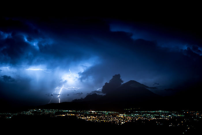 City And Nature Dramatic Sky Electric Storm Illuminated Lightening Sky Lighteningstrikes Power In Nature Tormenta Eléctrica Truenos Volcano Volcán Weather