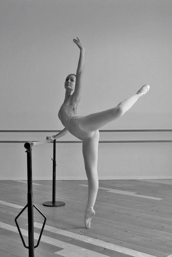 Balance Skill  Ballet Practicing Full Length Ballet Dancer Flexibility Exercising One Person Grace Real People Lifestyles Indoors  Performance Expertise Dancer Concentration Young Women Young Adult Healthy Lifestyle The Portraitist - 2017 EyeEm Awards Art Ballett Pointe Shoes