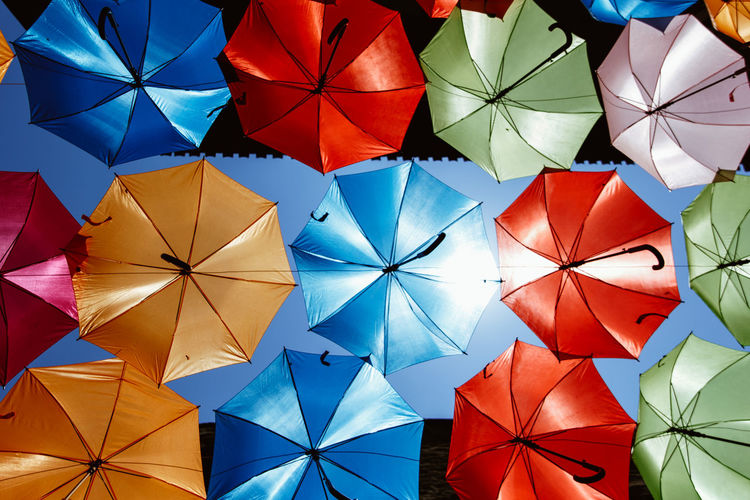 Holiday Vacations Art And Craft Backgrounds Ceiling Choice Close-up Creativity Day Design Full Frame Indoors  Large Group Of Objects Market Multi Colored No People Origami Paper Pattern Red Regenschirm Shape Side By Side Umbrella Variation