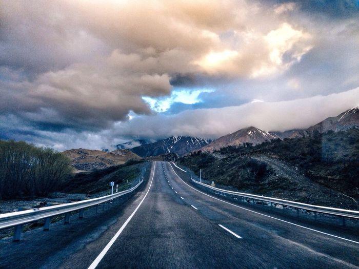 平凡之路。摄于新西兰 taking photos