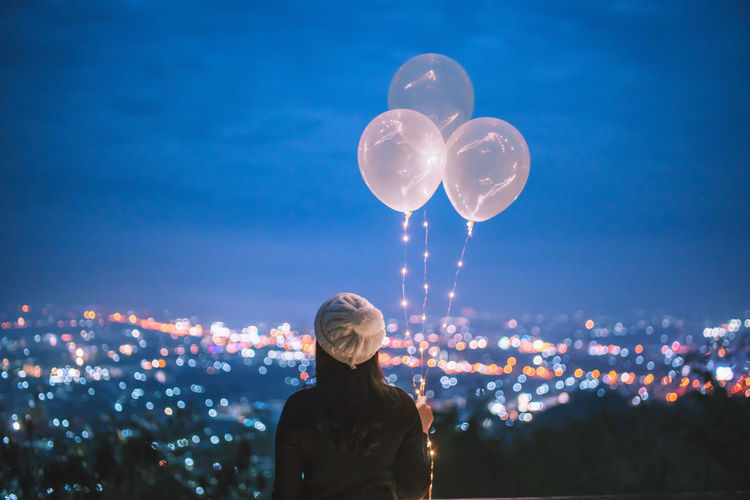 🎈 Balloon garland lights. Woman holding balloons at night with bokeh city background Night Lights Nature City Light Sky Women Portrait Balloons City Life Bokeh Balloon Celebration Standing Illuminated Cityscape Lights And Shadows Night City Garland Lights In The Dark Lifestyles Bokeh Photography Ballooning Festival