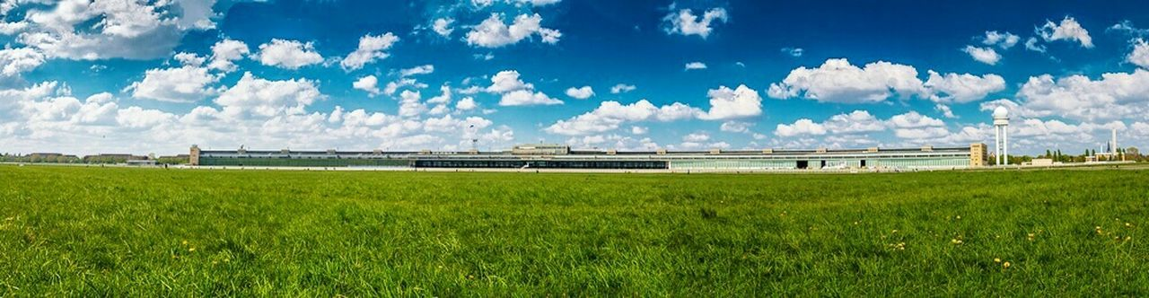 Berlin Tempelhofer Feld Canon 70d Panorama Blue Green Grass Photoshop Lightroom West Berlin Streetphotography
