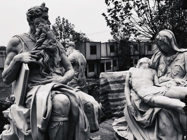 Sculpture Architecture No People Black And White Portrait Washing Outdoors Statue Building Exterior Royal Person Black & White OpenEdit