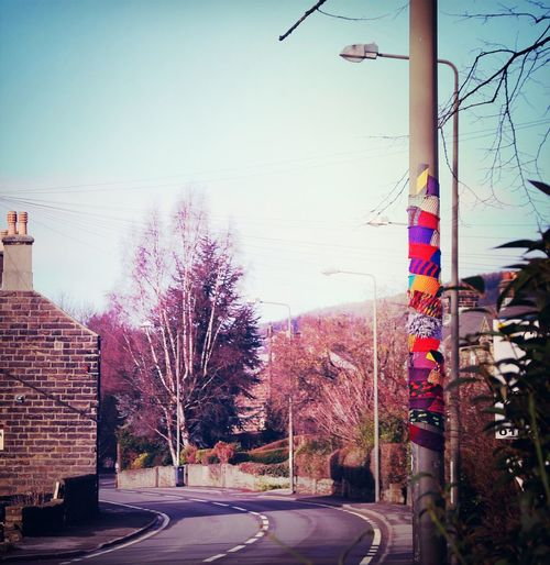 You know its cold when the lamp posts start wearing scarves - mind you they've got such long necks Derbyshire DarleyDale Cheekypeaks