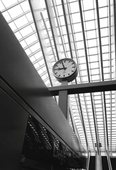 Best EyeEm Shot Train Train Station EyeEm Selects Sunny Day Blackandwhite Clock Face Clock Minute Hand Time City Business Business Finance And Industry Window Railroad Station Architecture Hour Hand Clock Hand Beat The Clock Skylight Office Building Countdown Checking The Time 12 O'clock Instrument Of Time