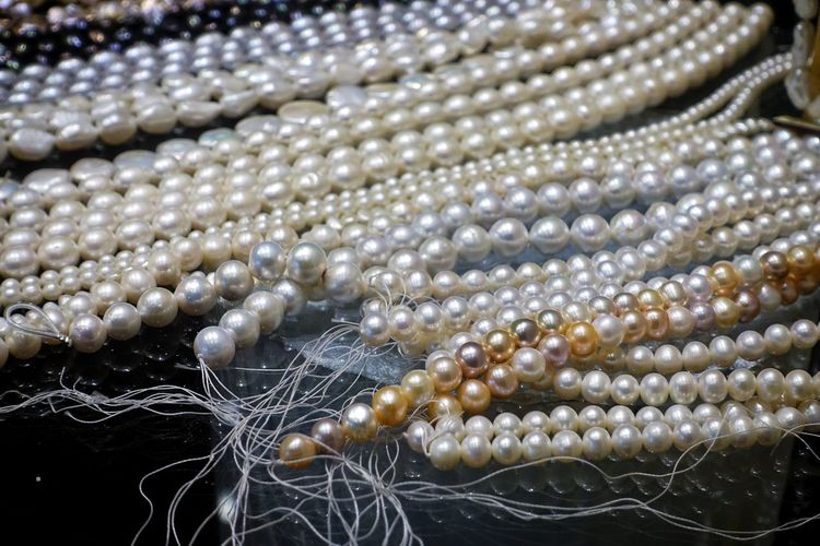 Close-up Jewelry Backgrounds No People Pearl Jewelry Full Frame Wealth Necklace Abundance Selective Focus Luxury Shiny Bead Large Group Of Objects Elégance Gift Woman Girl Wedding Valentine's Day  Rich Beautiful Silver Colored White Color Expense Bride Birthday Present Christmas Present Shining Gemstone