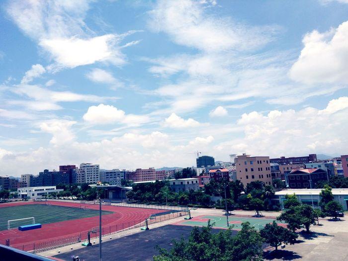 学校 天空