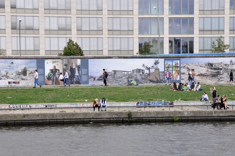Berlin Exhibition Germany Outdoor Photography Outdoors Refugee Life Refugees Refugeeswelcome Spree River Street Photography Syria  Syrian In Germany Syrian People Syrian Refugees War