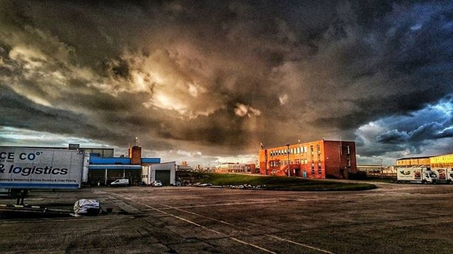 Awesome cloud above the yard. Clouds Sky Theiceco Coolerthan Truckerslife Nature Instafollow Photooftheday Follow4follow Followback @pollyice15 @ginnydurdy