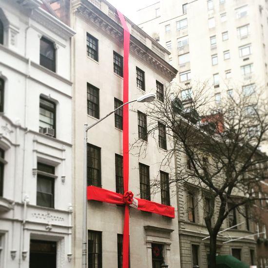 Streetphotography New York Wintertime Christmastime Present House Christmashome