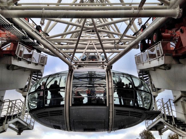 Fine Art Photography Wheel Adapted To The City London Original Experiences London Eye England Holiday Shootermag Cityscapes City Life Tourist Tourist Attraction  Discover Your City Cityscape EyeEm Best Shots Eye4photography  EyeEm Gallery Architecture Architectural Detail Architecture_collection Tourist Destination London Lifestyle LondonEye Snap a Stranger The City Light Flying High Art Is Everywhere The Secret Spaces The Architect - 2017 EyeEm Awards